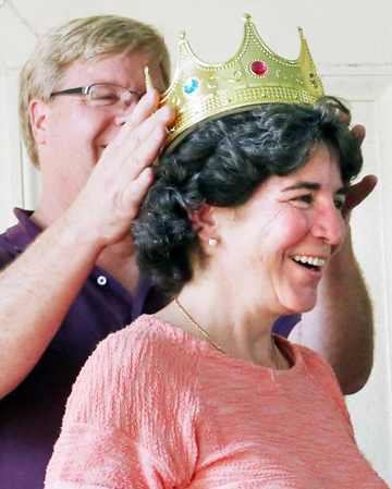 Puding Head Leslie Clark is crowned by judge Damon Herring. Courtesy of the Recorder.